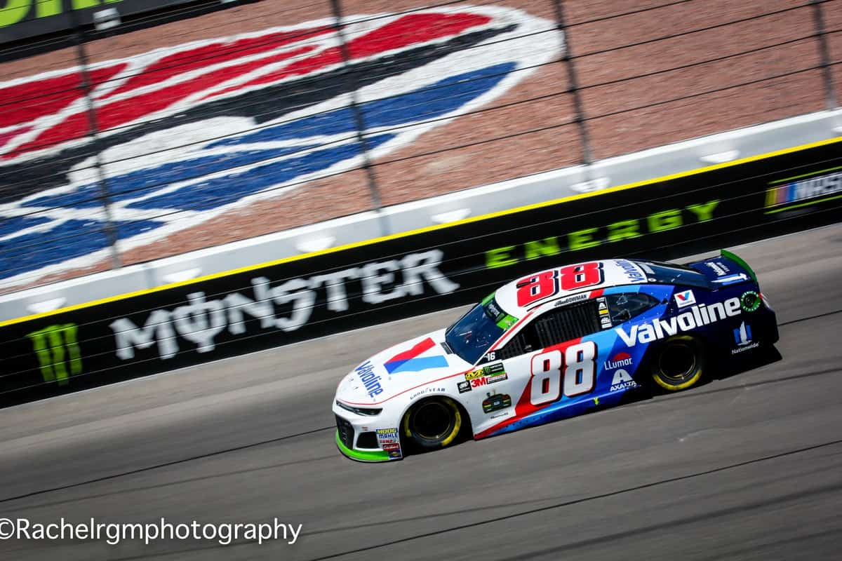 Alex Bowman races in the vintage Valvoline paint scheme at Las Vegas Motor Speedway.